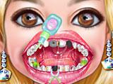 Девочки лечат зубы