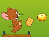 Джерри бежит и ест сыр