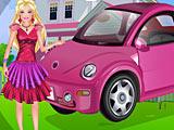 Барби моет машину