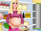 Беременная Барби покупает еду
