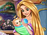 Рапунцель кормит малыша
