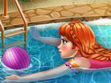 Холодное сердце: Анна плавает в бассейне