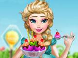 Беременная Эльза готовит мороженое