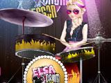Эльза играет на барабанах
