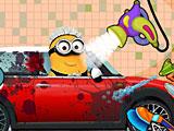 Миньон моет машину