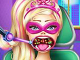 Супер Барби лечить горло