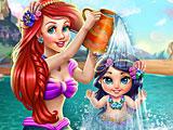 Ариэль купает малыша