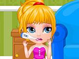 Малышка Барби лечить горло