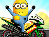 Гонка миньонов на мотоцикле