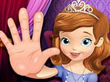Принцесса София лечить руки