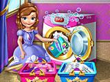 София стирает одежду