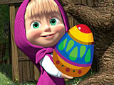 Маша ловит пасхальные яйца