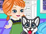 Эльза ухаживает за собакой